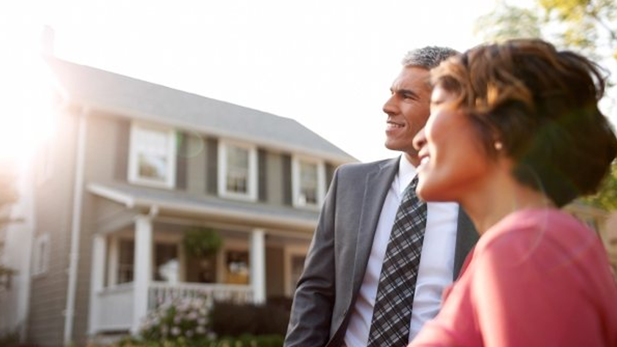 Difference between a Real Estate Appraiser and Real Estate Agent